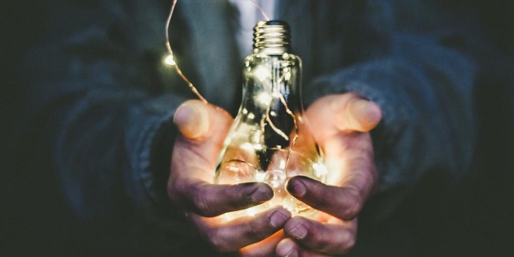 #GivingTuesday: Ayúdanos a combatir la pobreza energética con Kits de eficiencia