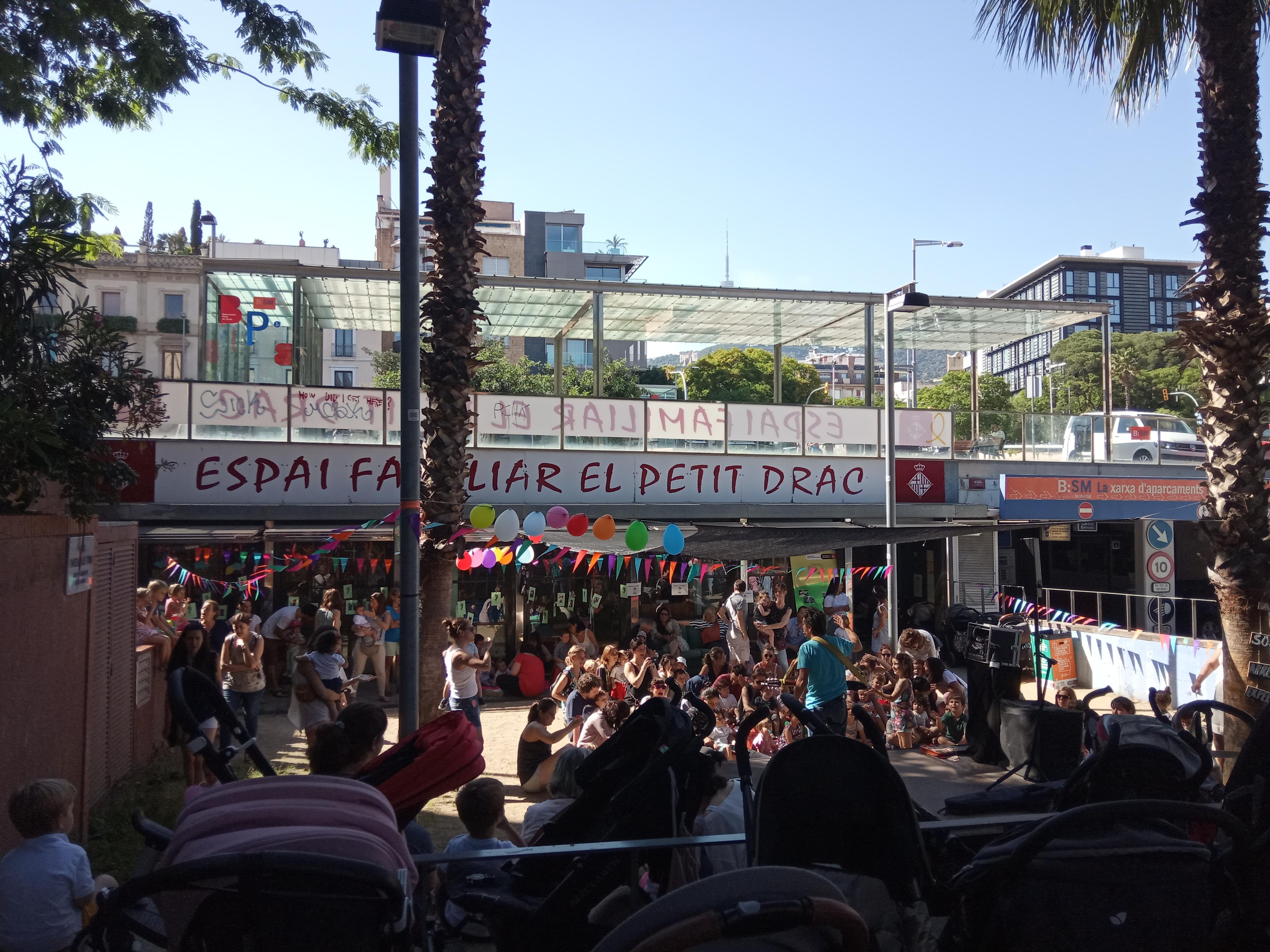 L'Espai Familiar El Petit Drac celebra la tradicional festa de l'arribada de l'estiu