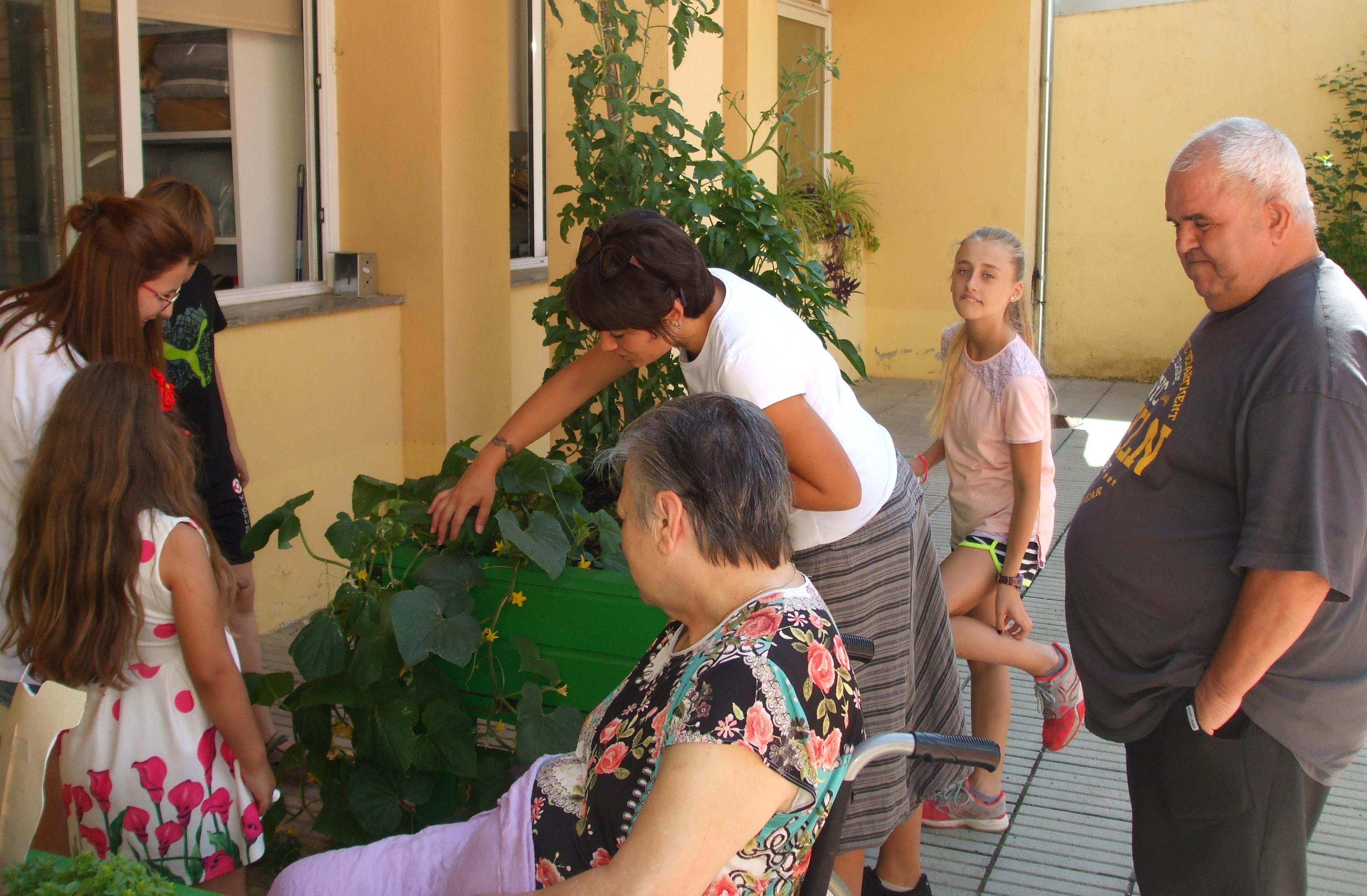 La Residencia y Centro de día Alta Ribagorça celebra el éxito del proyecto de huerto intergeneracional