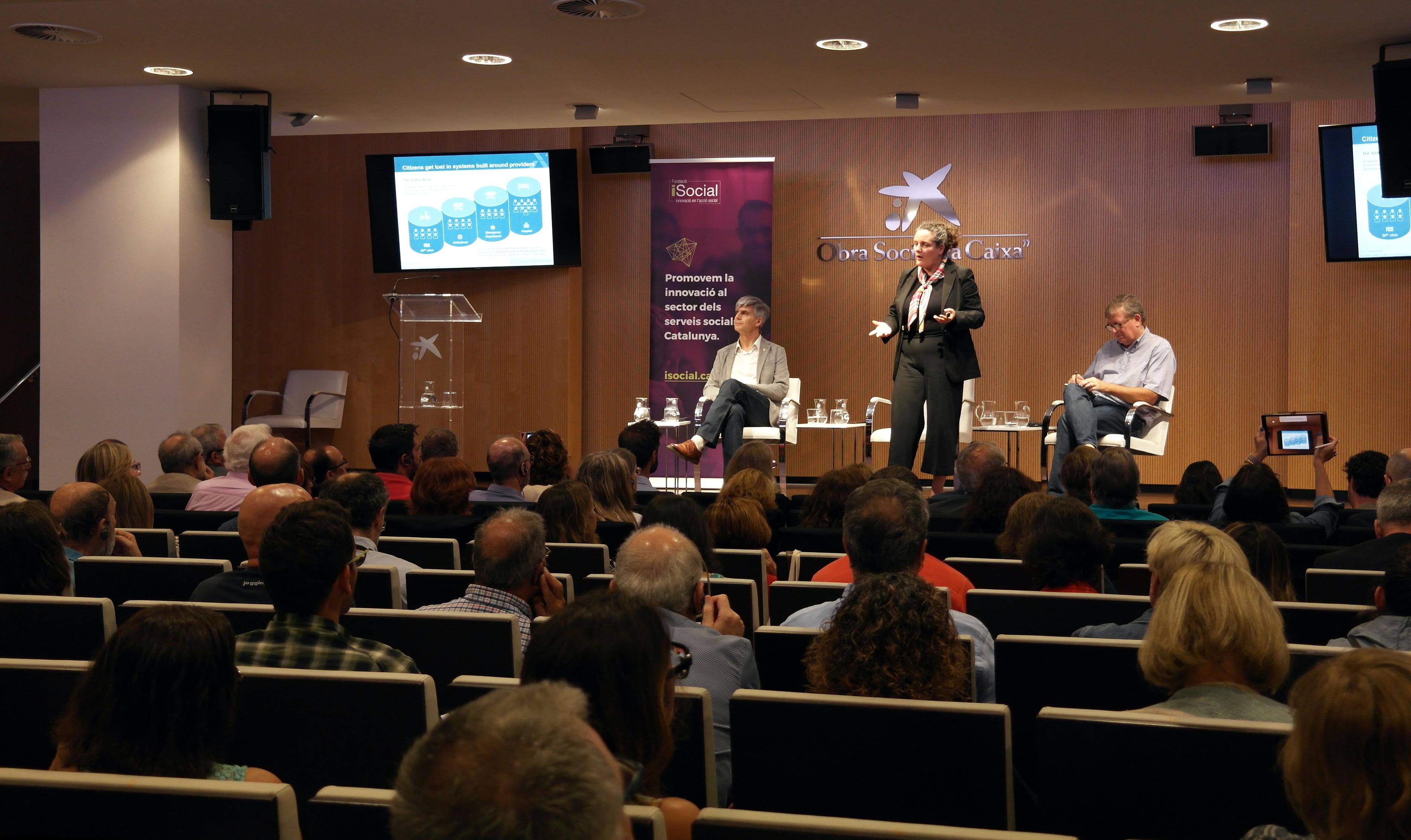 La Fundación iSocial y la Fundación La Caixa llenan el Palau Macaya en la primera sesión de un ciclo de conferencias sobre Big Data y servicios sociales