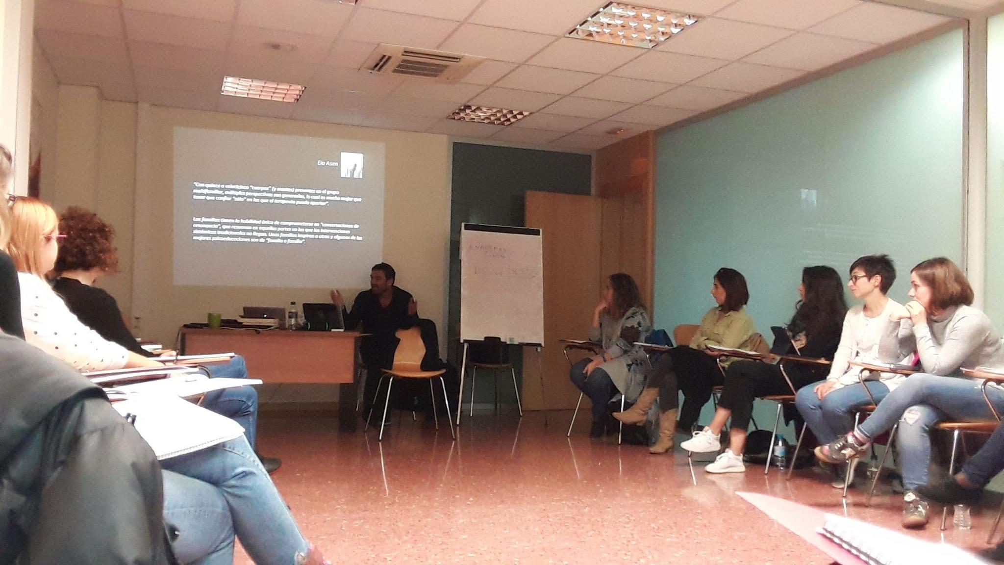 Comença la formació 'Expert en Intervencions Grupals i Multifamiliars' a Barcelona