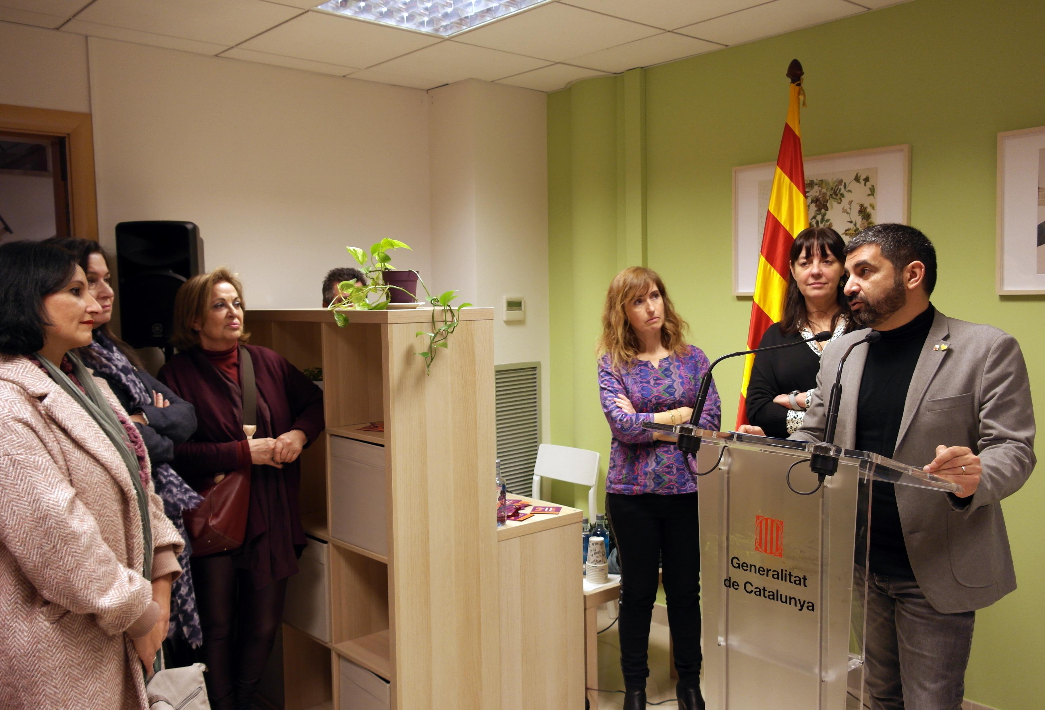 El conseller El Homrani inaugura un nuevo servicio para atender mujeres en situación de violencia machista y sus hijos e hijas en el Garraf-Penedès
