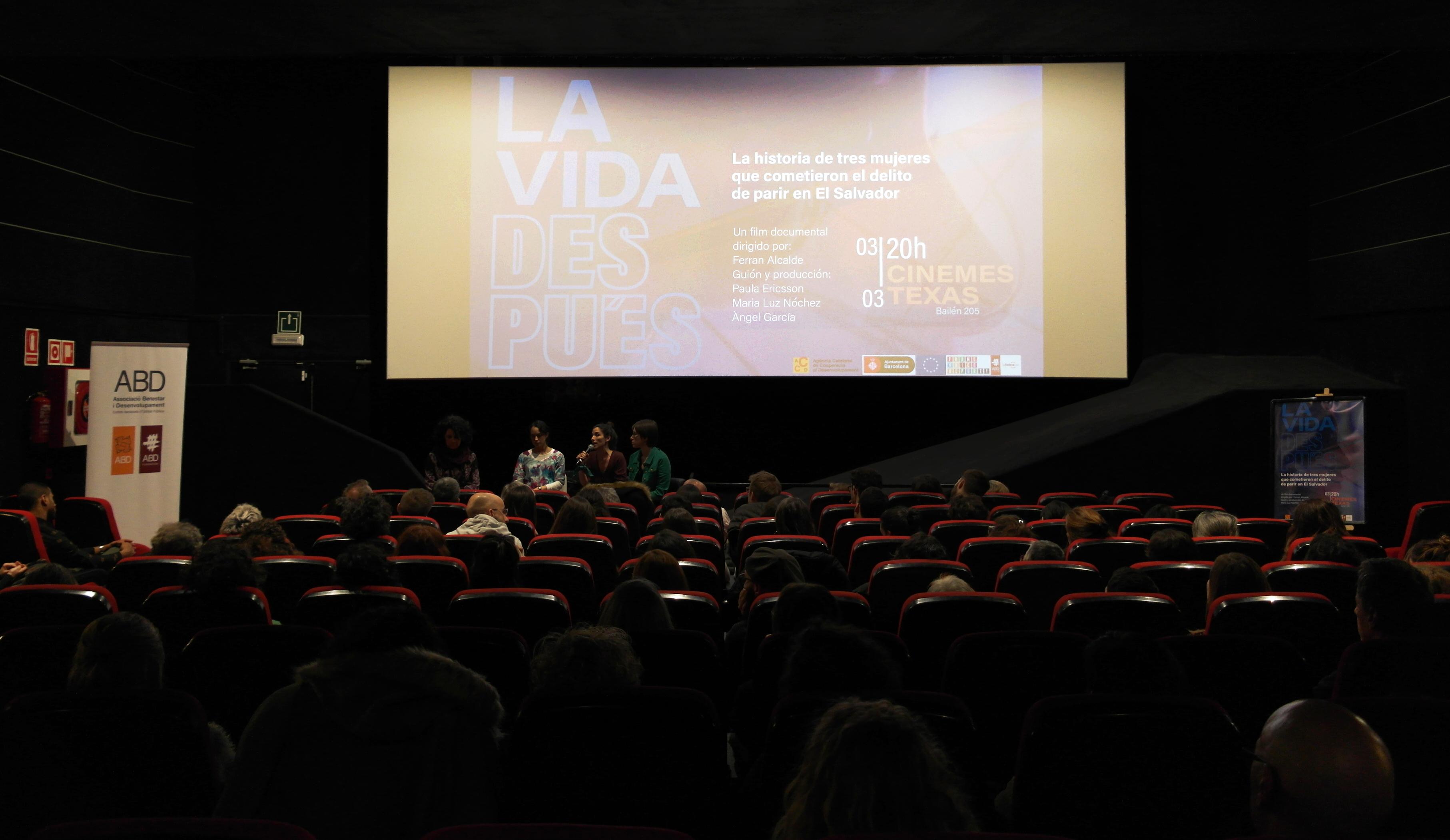 La presentació del documental 'La vida després' omple els Cinemes Texas en una jornada d'èxit